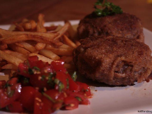 Panerad köttfärs fylld med cheddarost