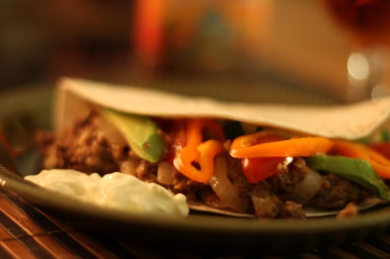 Restklämma med rotsaker och avokado