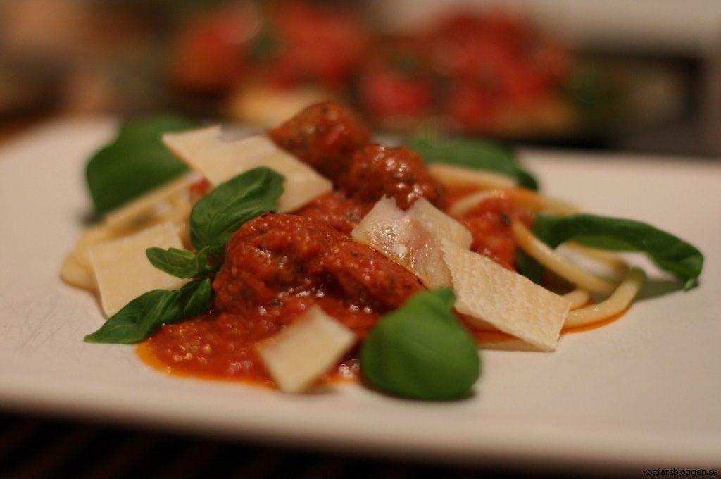 Frikadeller med salsicca och bacon.