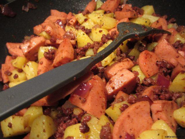 Köttfärspytt, pytt i panna med köttfärs och korv
