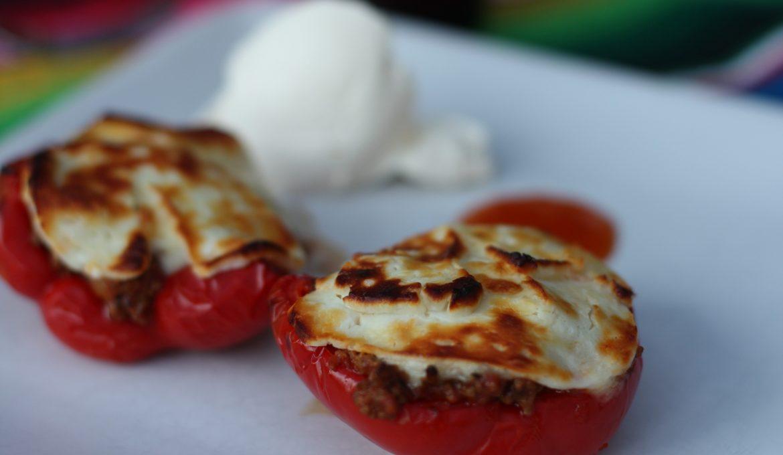 Paprika fylld med köttfärs, mozarella och halloumi.