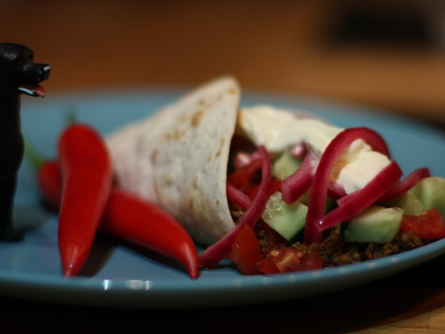 Wrap med lyxig chili kokt på färs