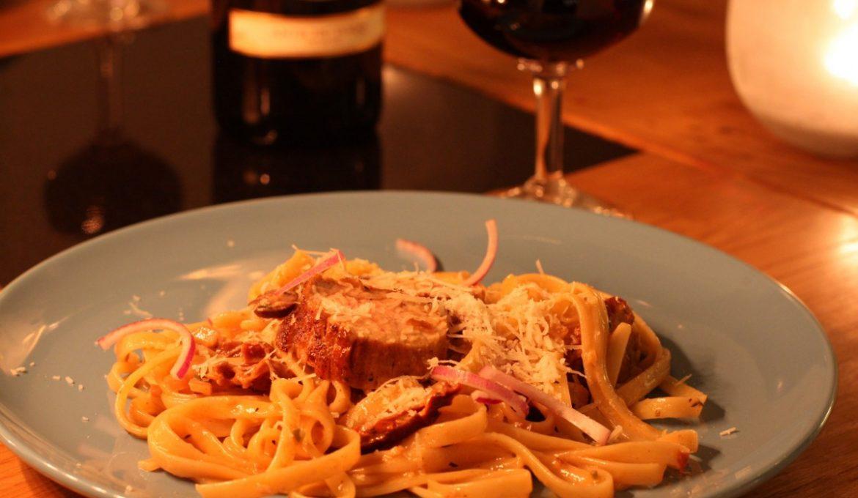 Pasta med soltorkade tomater, oliver och jalapeno