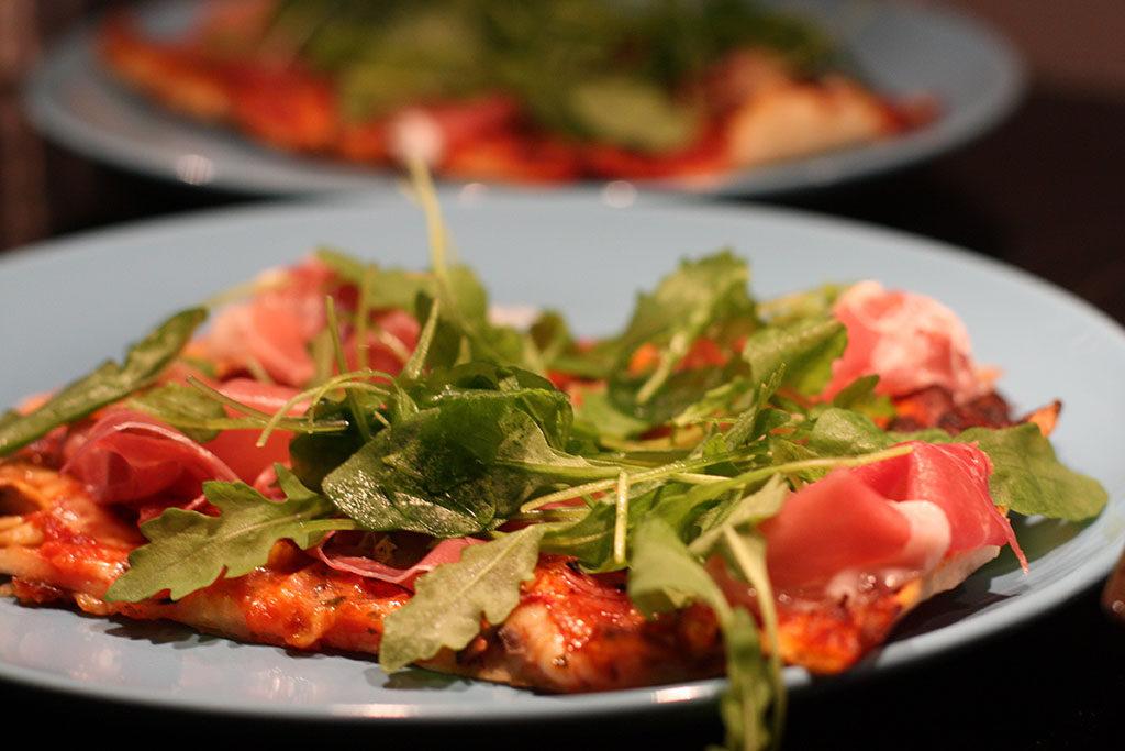 pizza med luftorkad skinka