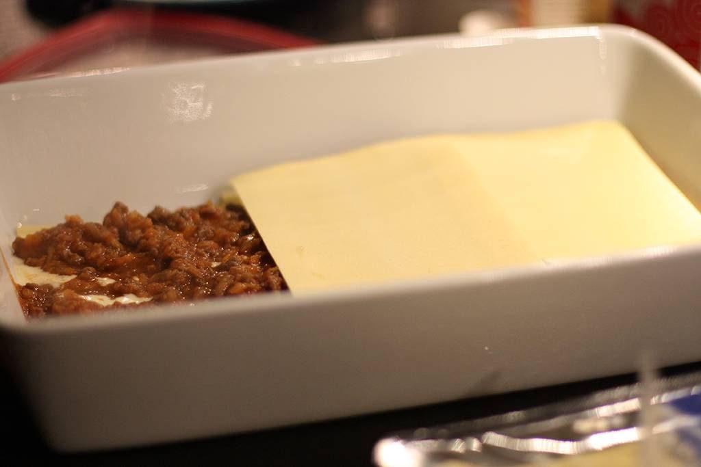 Varva ostsås, kött och plattor