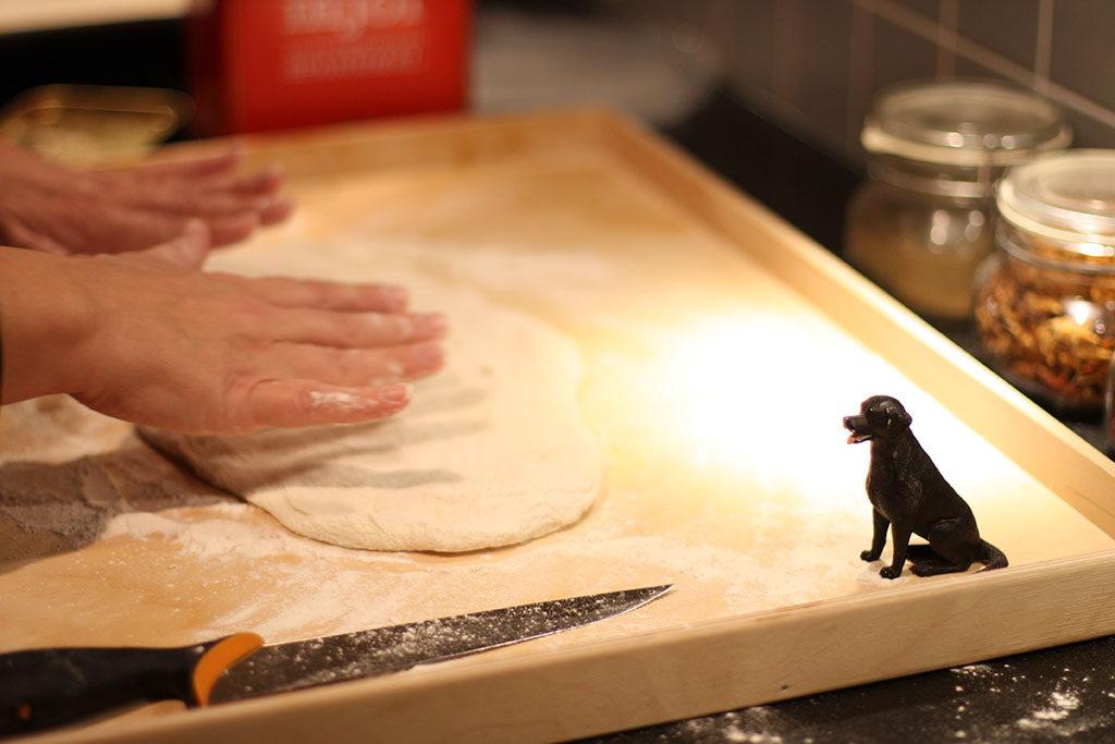 Pizza med lufttorkad skinka och ruccola