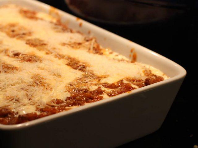 Lasagne, bolognese, ostsås