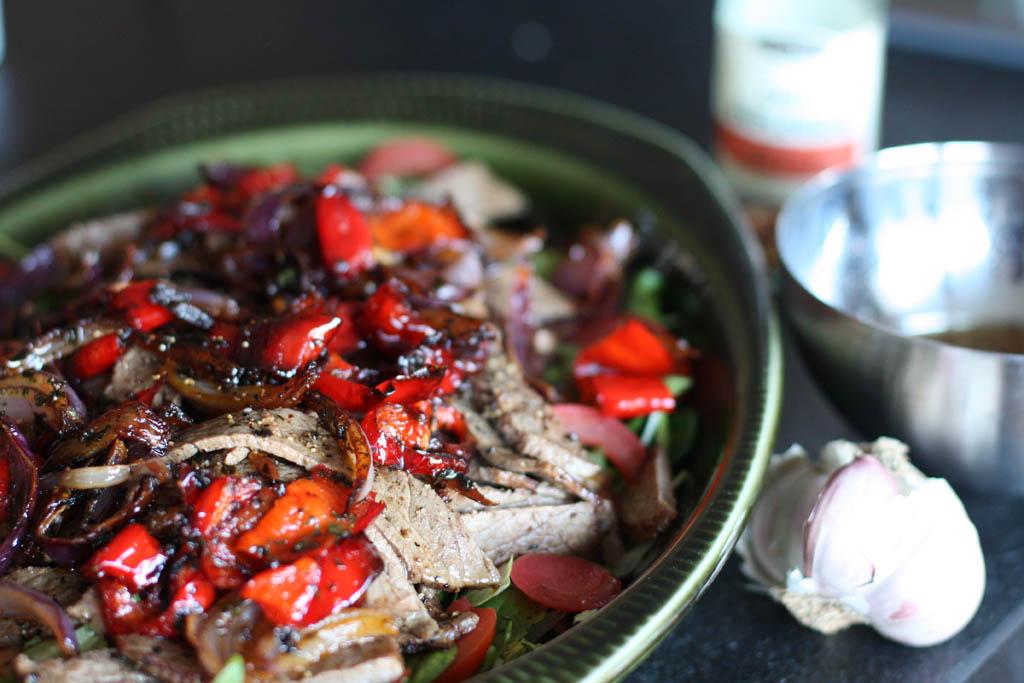 Het biffsallad med rostade grönsaker