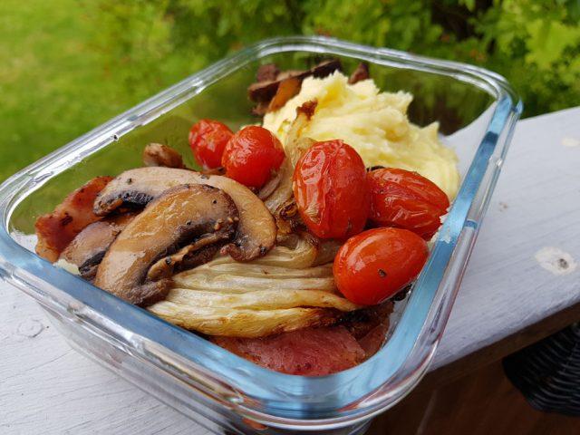 Sidfläsk med potatismos och goda tillbehör