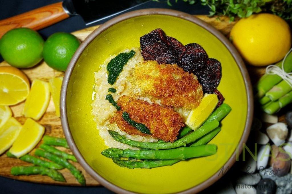 Torsk med risotto, sparris och rödbetschips