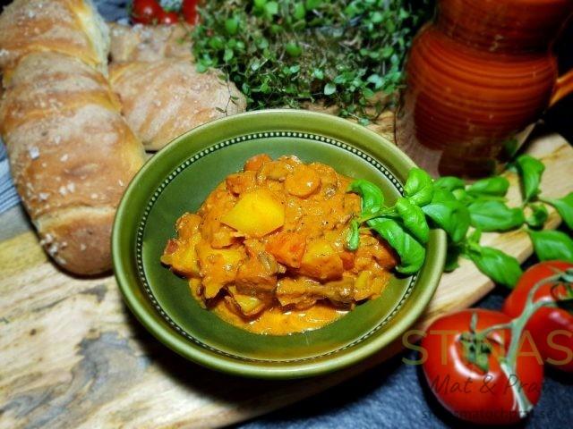 Korvgryta med mycket grönsaker