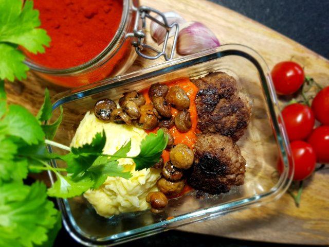 Cajunbiffar, potatismos och marinerade champinjoner